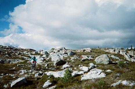 sproatt_mountainbiking_decent_erinb_