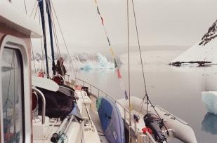 JESSA_G_13_INDISPOSABLECONCEPT_25_SvalbardBurton_2019_ChrisitianBoat