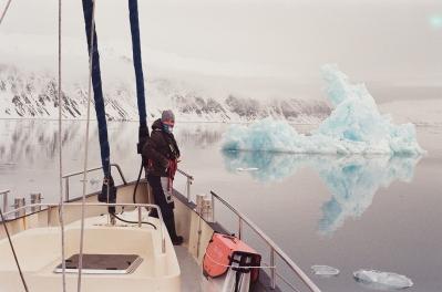 JESSA_G_13_INDISPOSABLECONCEPT_27_SvalbardBurton_2019_ChristianIceberg