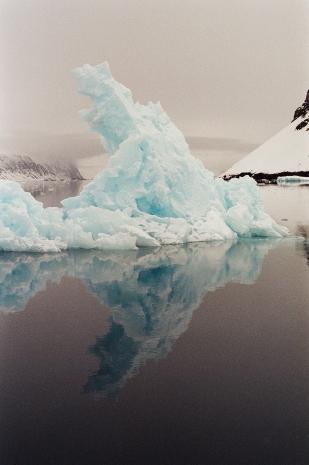 JESSA_G_13_INDISPOSABLECONCEPT_32_SvalbardBurton_2019_Iceberg_1