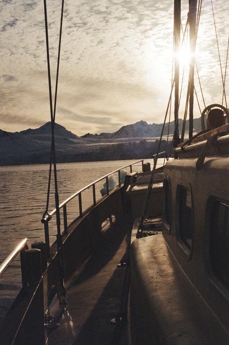 JESSA_G_13_INDISPOSABLECONCEPT_39_SvalbardBurton_2019_SunsetValiente