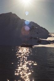 JESSA_G_13_INDISPOSABLECONCEPT_43_SvalbardBurton_2019_ValienteLightflare