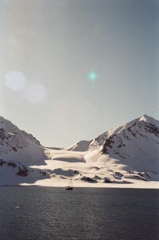 JESSA_G_13_INDISPOSABLECONCEPT_44_SvalbardBurton_2019_ValienteMountains