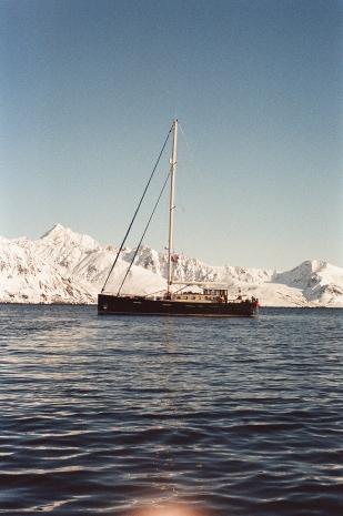 JESSA_G_13_INDISPOSABLECONCEPT_45_SvalbardBurton_2019_ValienteSunset